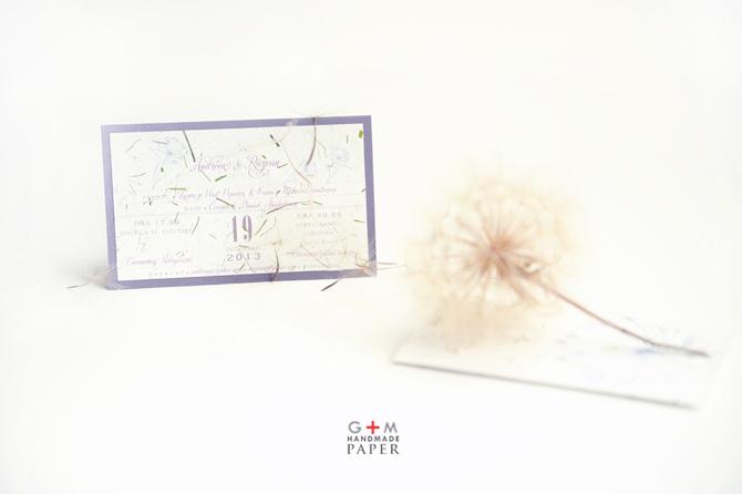 Invitatii de nunta din hartie manuala alba cu fulgi - pufi care plutesc - invitatii de poveste