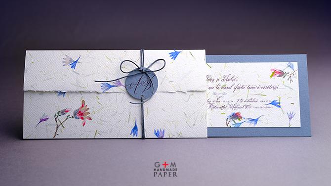 Invitatii de nunta cu flori albastre