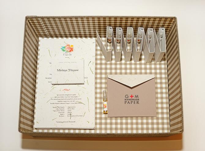 Carduri de masa, meniuri, invitatii pentru nunta cu tema parfumului