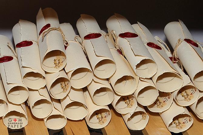 invitatii-scroll
